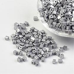 Perles de rocaille en verre plaqué, trou rond, cube, Plaqué Argent, 3~7x3x3mm, trou: 0.5 mm; environ 500 pcs / 50 g(X-SEED-R026-C03)