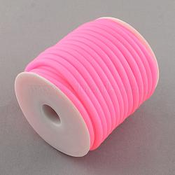 Cordon en caoutchouc synthétique, creux, enroulé aurond de plastique blanc bobine, rose, 5mm, trou: 3 mm; environ 10 m / rouleau(RCOR-R001-5mm-03)