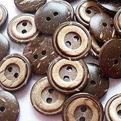 Bouton de couture de base sculpté 2 trous, bouton de noix de coco, coconutbrown, environ 13 mm de diamètre, environ 100 pcs / sachet (NNA0YXY)