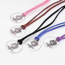 Daim faux colliers cordon de lariat, avec style tibétain pendentif rose, Anneaux connecteurs en laiton, couleur mixte, 17.3''; Pendentif: 30 mm de diamètre, épaisseur de 3mm(NJEW-JN01668)