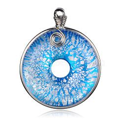 Main feuille d'argent verre grands pendentifs, disque de donut / pi, avec les accessoires en laiton de tonalité de platine, Bleu ciel, 57~61x44~46x10mm, Trou: 5~7x4~5mm(PALLOY-J356-10C)
