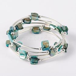 Perles en coquille enveloppent bracelets, teint, fil à mémoire de bracelet en acier avec des perles de tuyauterie en cuivre et des perles rondes en fer, platine, 59mm, turquoise moyen, 59mm(BJEW-JB01608-04)