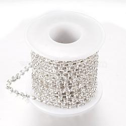laiton strass chaînes de strass, avec bobine, strass chaînes de tasse, plaqué argent, cristal, 4 mm, environ 10 yard / roulette (CHC-T002-SS18-01S)