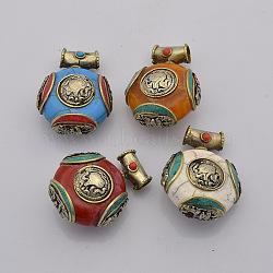Style tibétain main mixte pendentifs ronds plat, avec les accessoires en laiton, argent antique, 37x28x18mm, Trou: 5mm(TIBEB-L001-08)