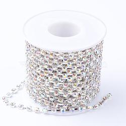laiton strass chaînes de strass, avec bobine, strass chaînes de tasse, plaqué argent, cristal ab, 4 mm, environ 10 yard / roulette (CHC-T002-SS18-02S)
