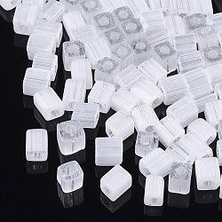 6/0 perles de rocaille en verre, imitation d'oeil de chat, trou rond, cube, fumée blanche, 3~7x3.5x3.5mm, trou: 1.2 mm; environ 4500 PCs / sachet (SEED-S026-02A-01)